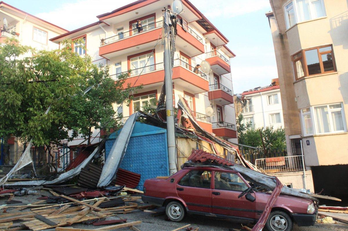 Ankara da fırtınada 3 binanın çatısı uçtu #2