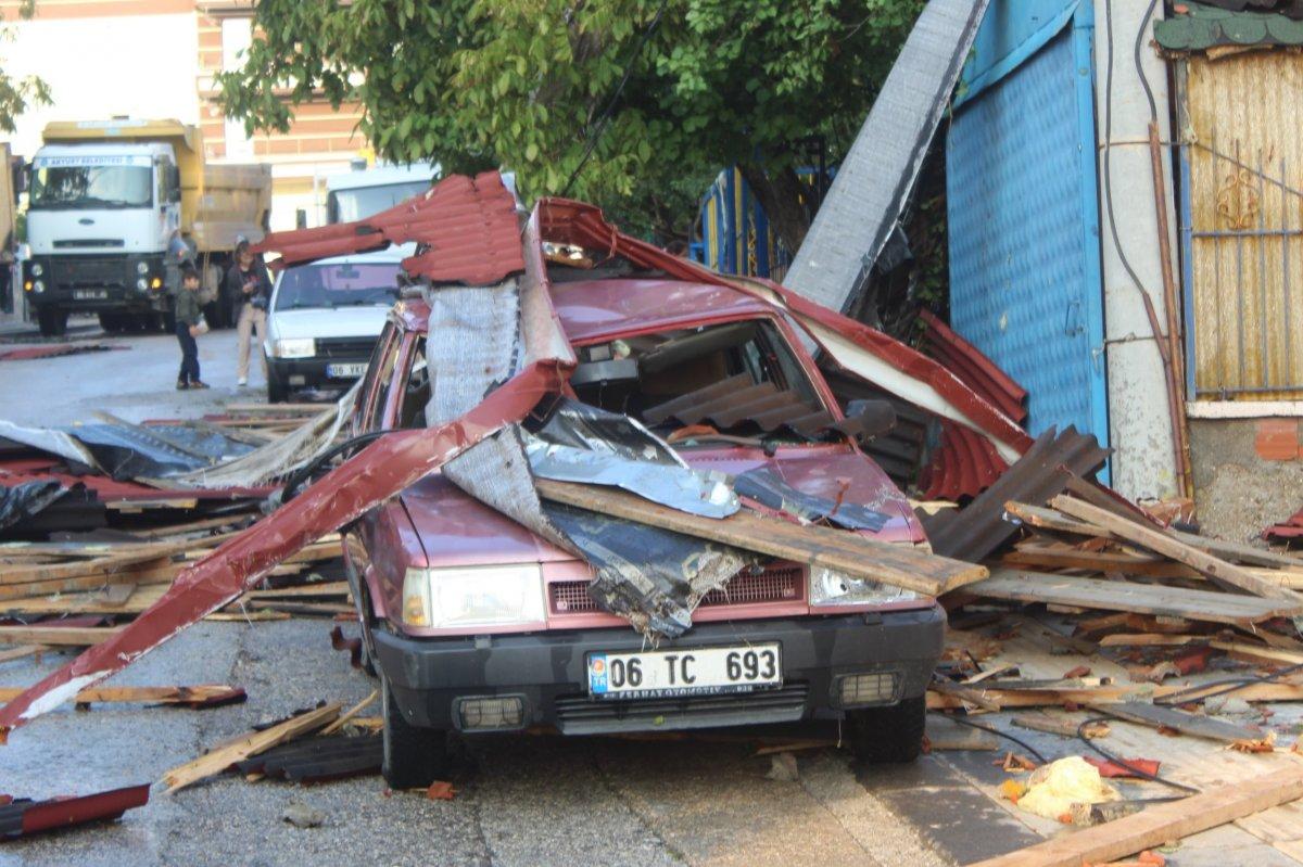 Ankara da fırtınada 3 binanın çatısı uçtu #5