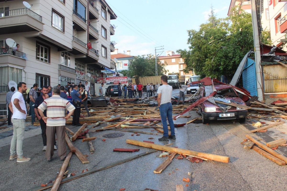 Ankara da fırtınada 3 binanın çatısı uçtu #1
