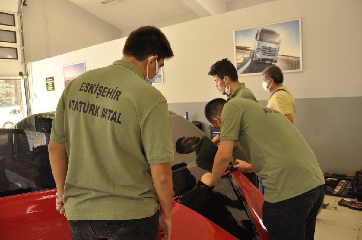 Eskişehir'de lise öğrencileri 95 kuruş ile 100 kilometre giden araç yaptı #4