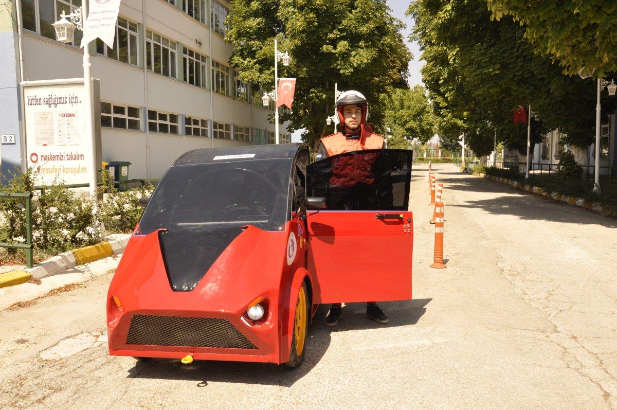 Eskişehir'de lise öğrencileri 95 kuruş ile 100 kilometre giden araç yaptı #1