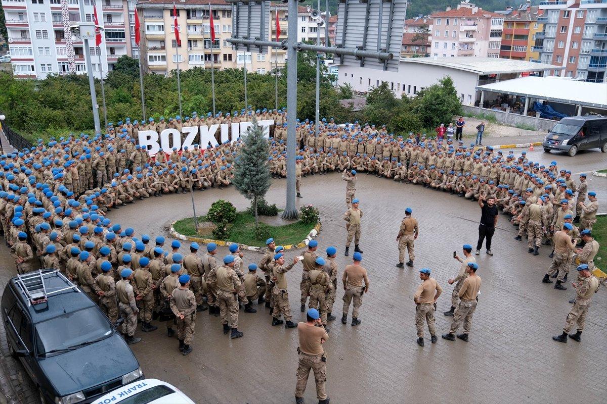Bozkurt ta görev yapan komandolardan bölgeye marşlı veda #3