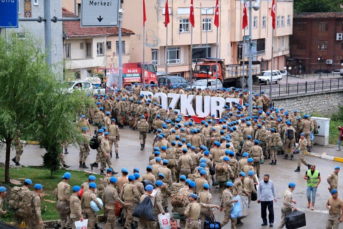 Bozkurt ta görev yapan komandolardan bölgeye marşlı veda #1