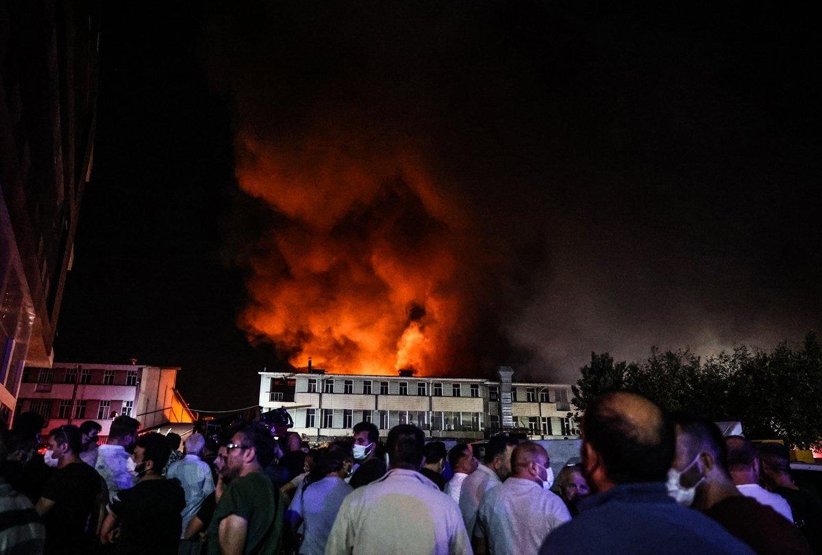 İstanbul, İkitelli Çevre Sanayi Sitesi nde yangın çıktı #4