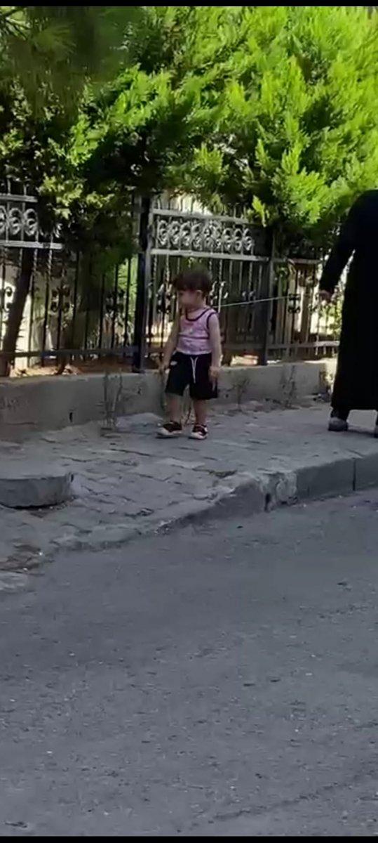 Küçükçekmece de iple çocuk gezdiren kadın #1
