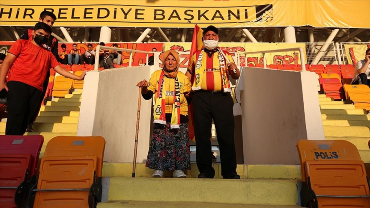 Yeni Malatyaspor un Maço Baba sı ve Fatma Ninesi yeniden tribünlerde #1
