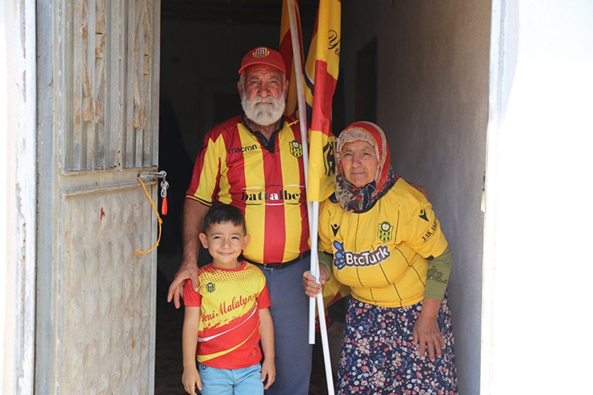Yeni Malatyaspor un Maço Baba sı ve Fatma Ninesi yeniden tribünlerde #4