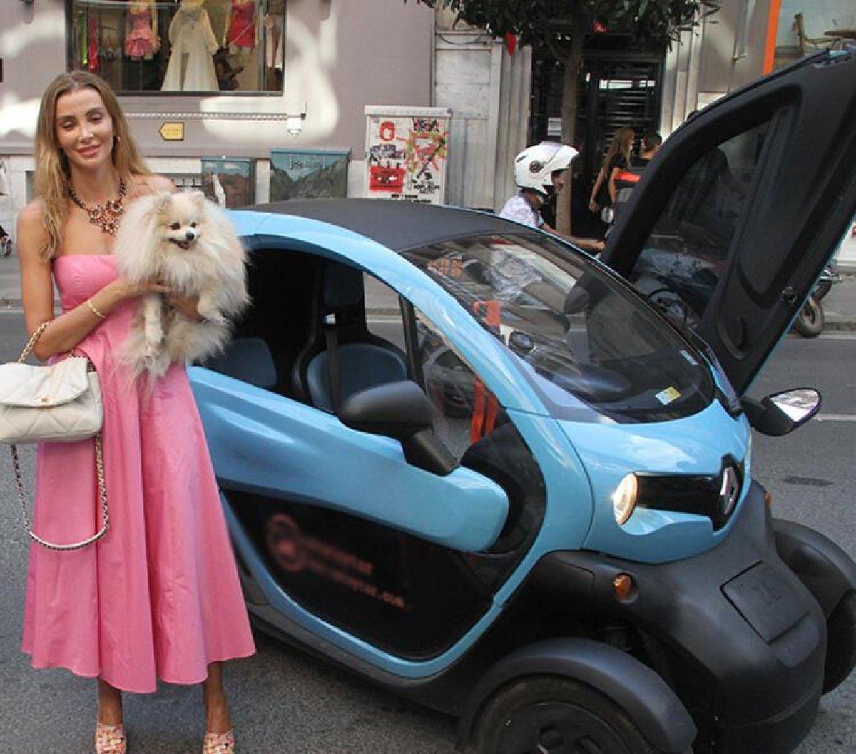 Özge Ulusoy un mini arabasının fiyatı dikkat çekti #2