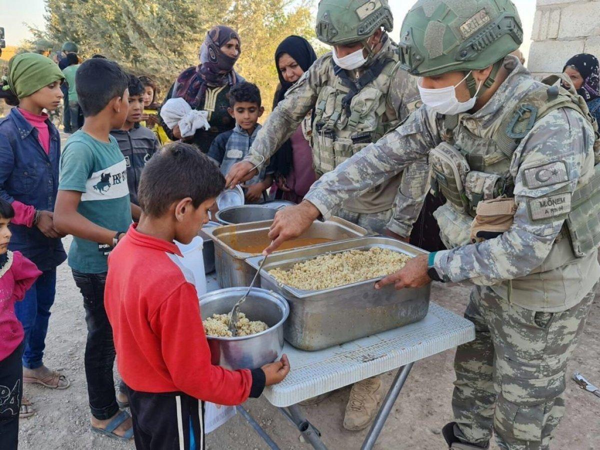 Mehmetçik ten Suriye halkına yardım #6