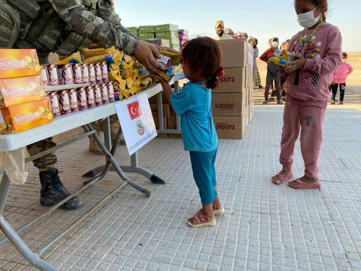 Mehmetçik ten Suriye halkına yardım #4