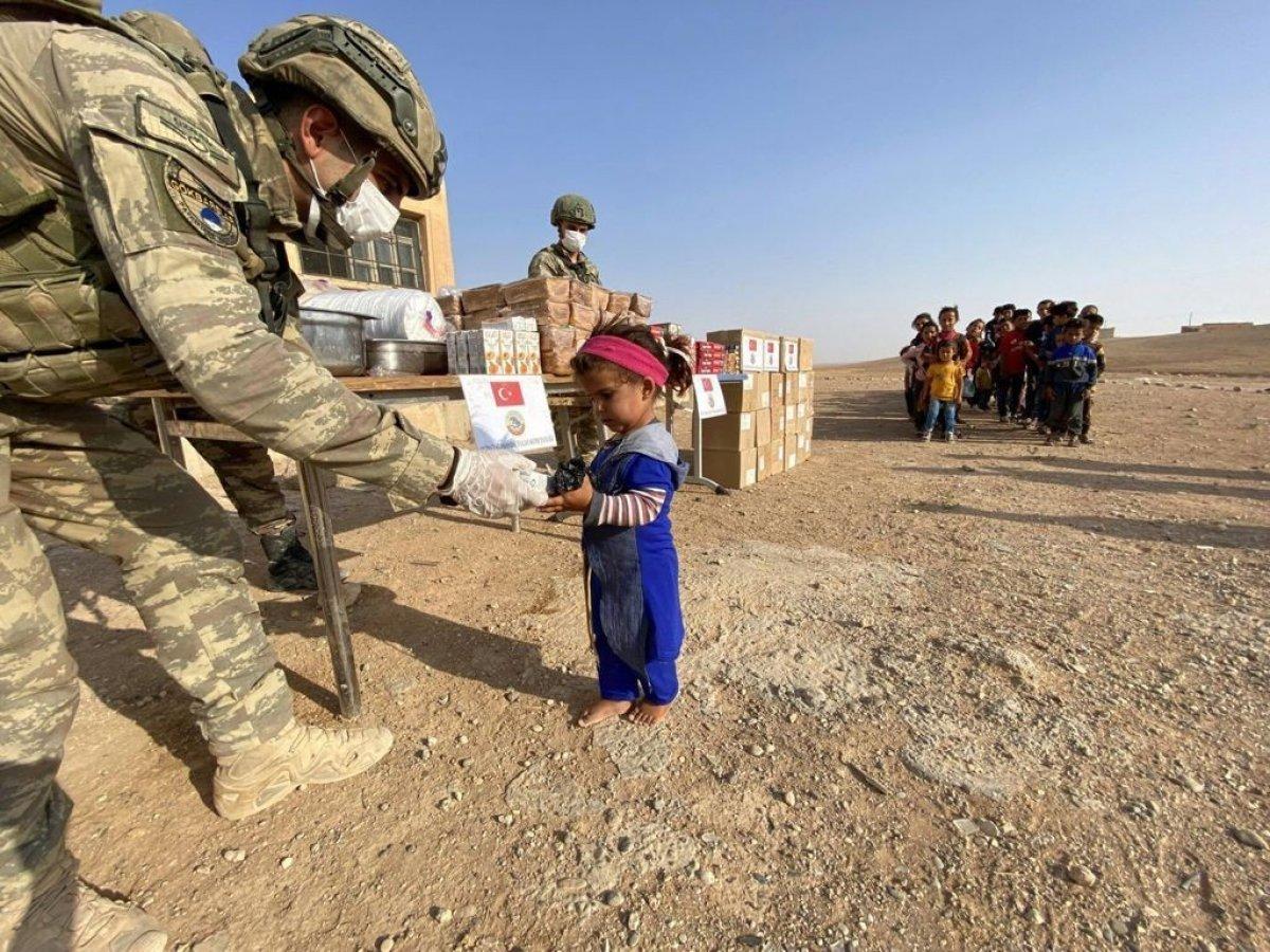 Mehmetçik ten Suriye halkına yardım #9