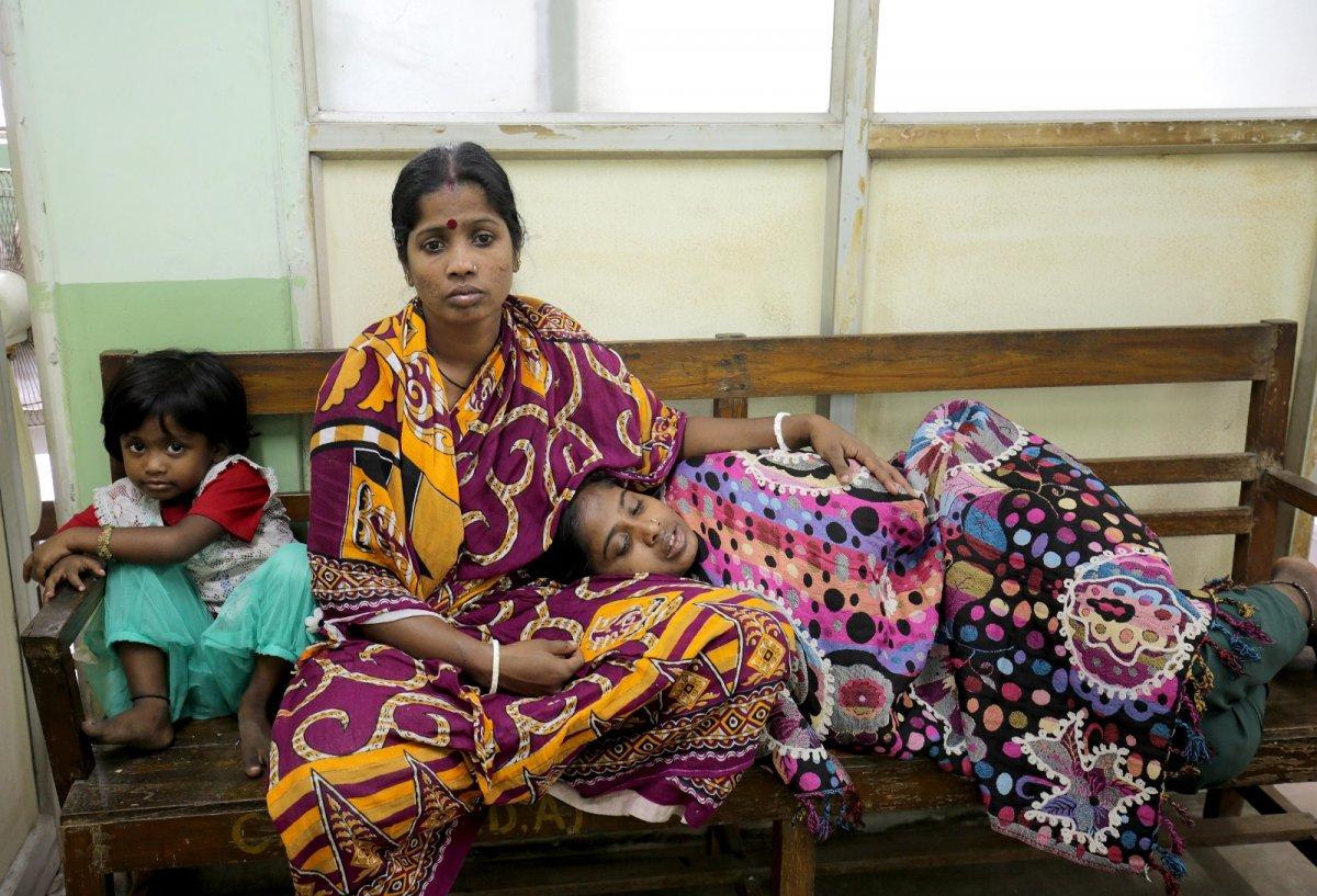Hindistan'da gizemli yüksek ateşten 50 kişi öldü #4