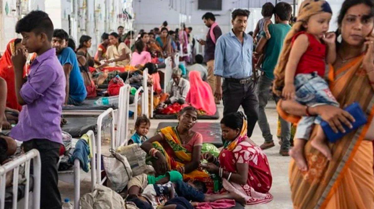 Hindistan'da gizemli yüksek ateşten 50 kişi öldü #3