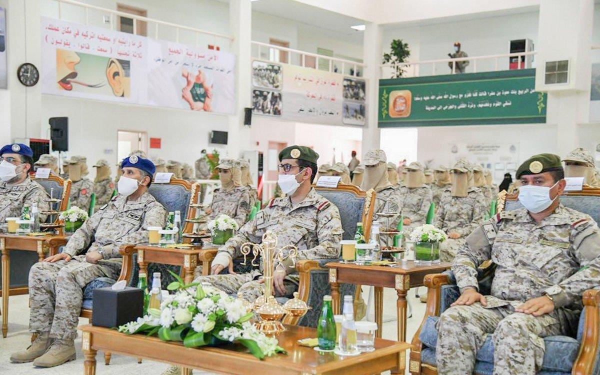 Suudi Arabistan'da ilk: Kadın askerler mezun oldu #1