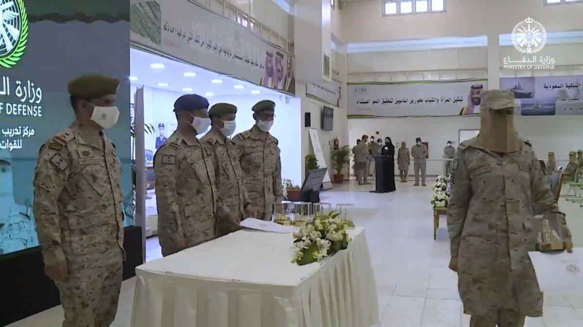 Suudi Arabistan'da ilk: Kadın askerler mezun oldu #11