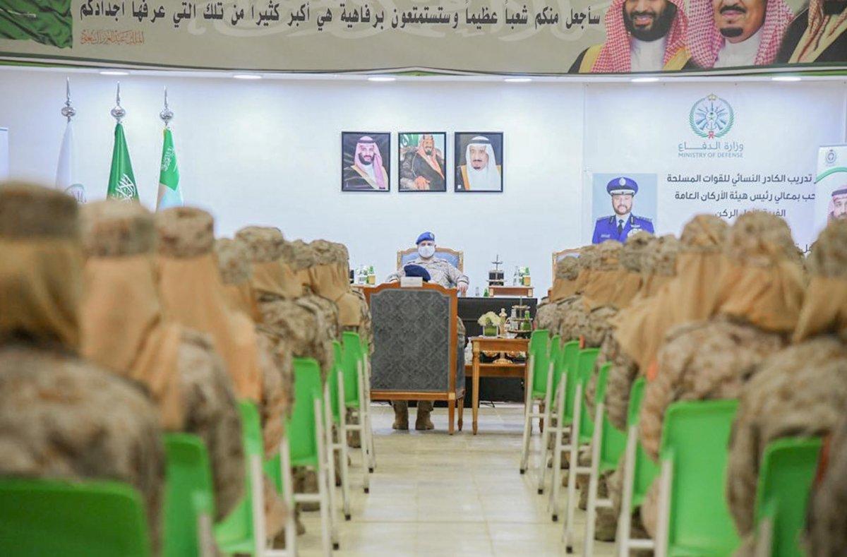 Suudi Arabistan'da ilk: Kadın askerler mezun oldu #4