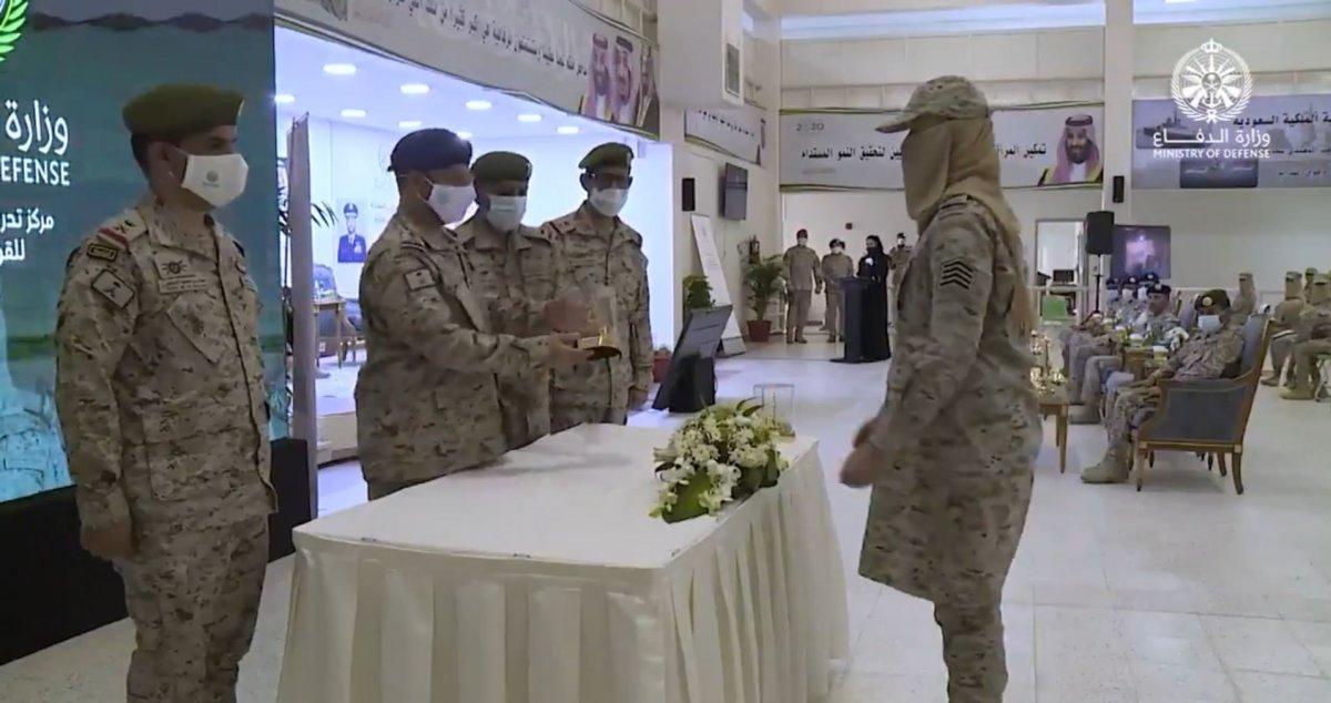 Suudi Arabistan'da ilk: Kadın askerler mezun oldu #10