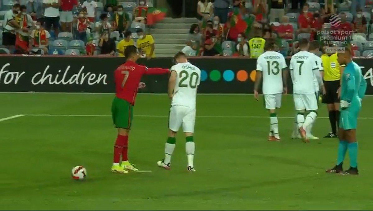 Cristiano Ronaldo rakibine tokat attı #1