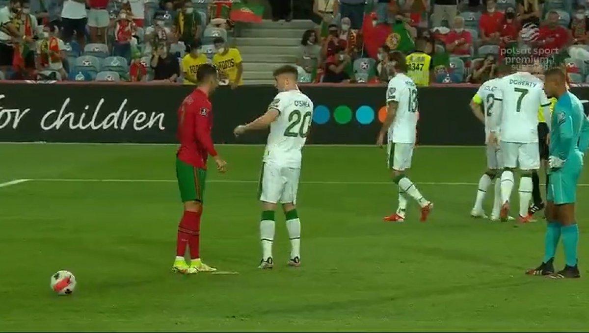 Cristiano Ronaldo rakibine tokat attı #3