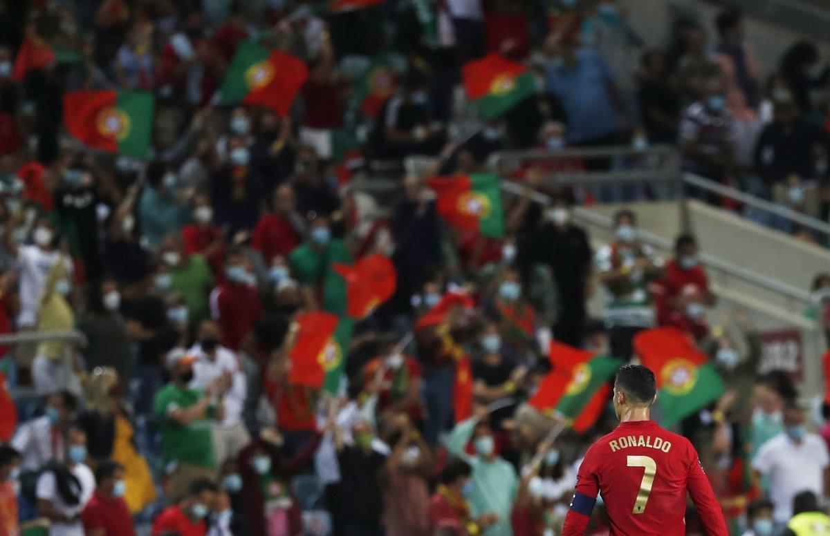 Cristiano Ronaldo milli takım formasıyla en çok gol atan futbolcu oldu #2