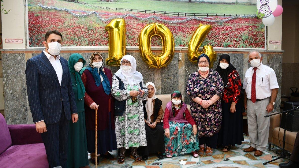 Kahramanmaraş ta 104 yaşındaki nineye sürpriz doğum günü düzenlendi #2