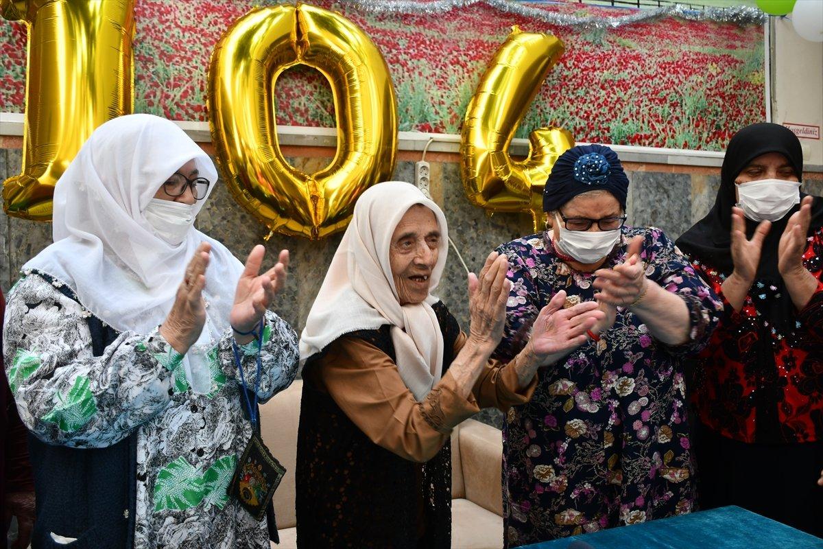 Kahramanmaraş ta 104 yaşındaki nineye sürpriz doğum günü düzenlendi #1