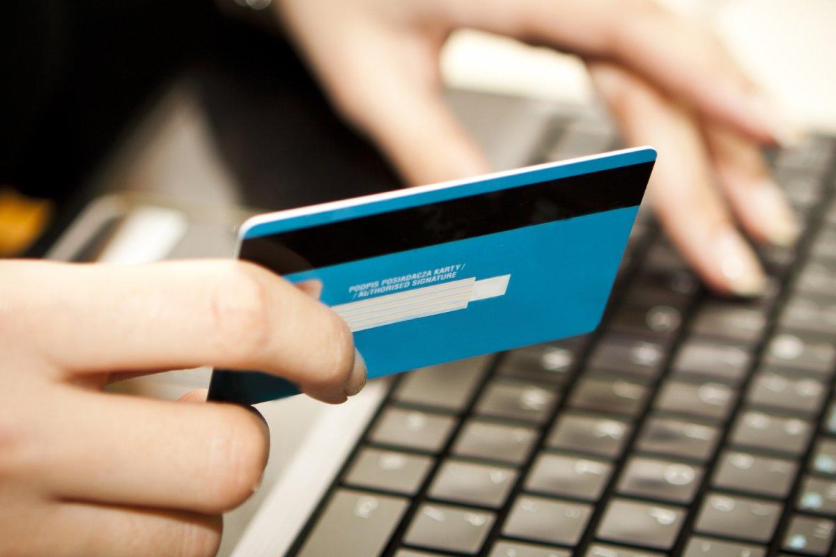 Türkiye de kartlı harcamalar ocak-nisan döneminde yüzde 41 arttı #3