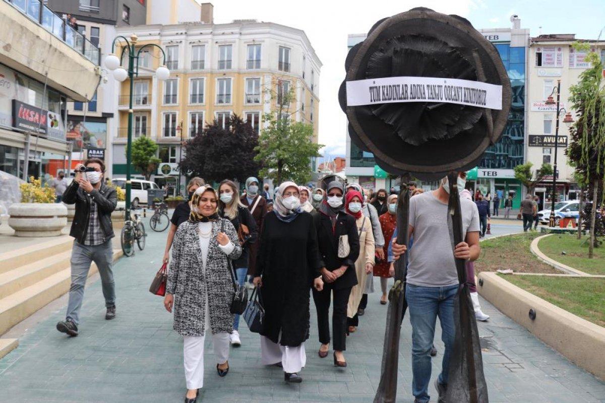 Tanju Özcan a kadınlardan siyah çelenkli protesto  #3