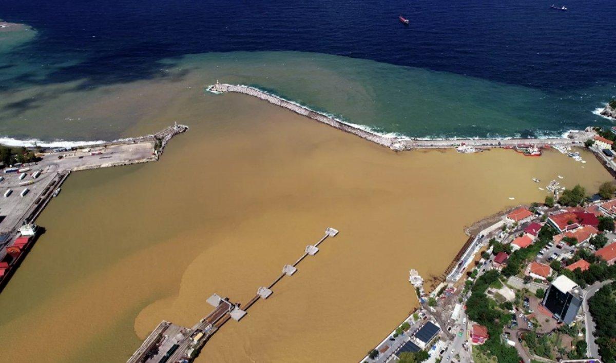 Zonguldak ta denizin rengi değişti #1