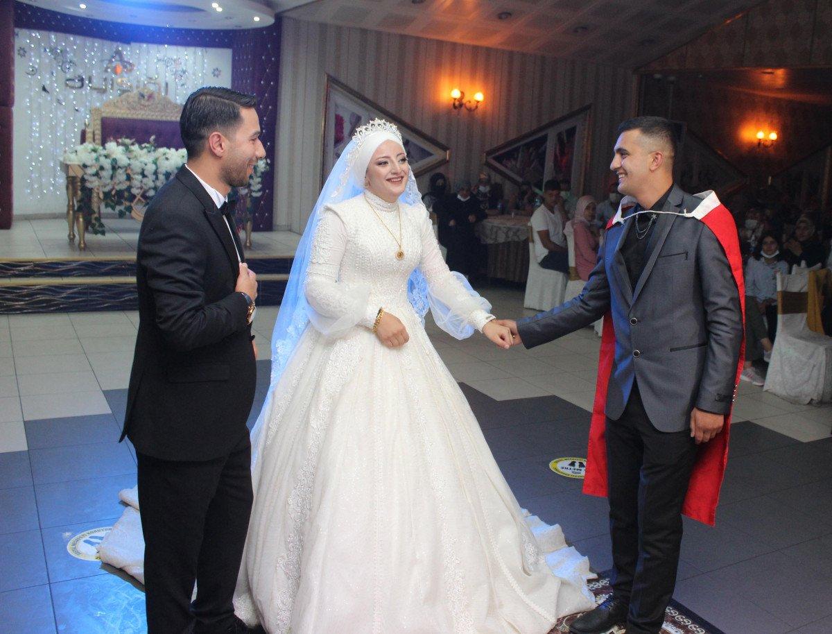 Erzurum'da, asker kardeş ablasının düğününe gelerek sürpriz yaptı  #2