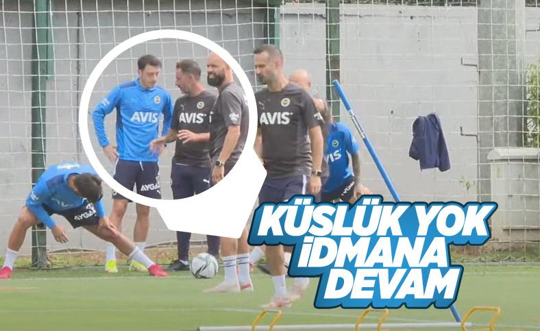 Mesut Özil ve Vitor Pereira idmanda bir arada