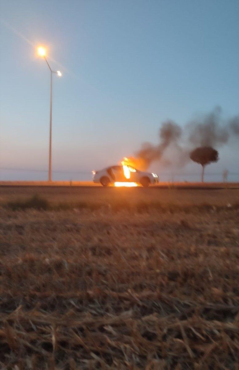 Batman da seyir halindeki araç yandı #3