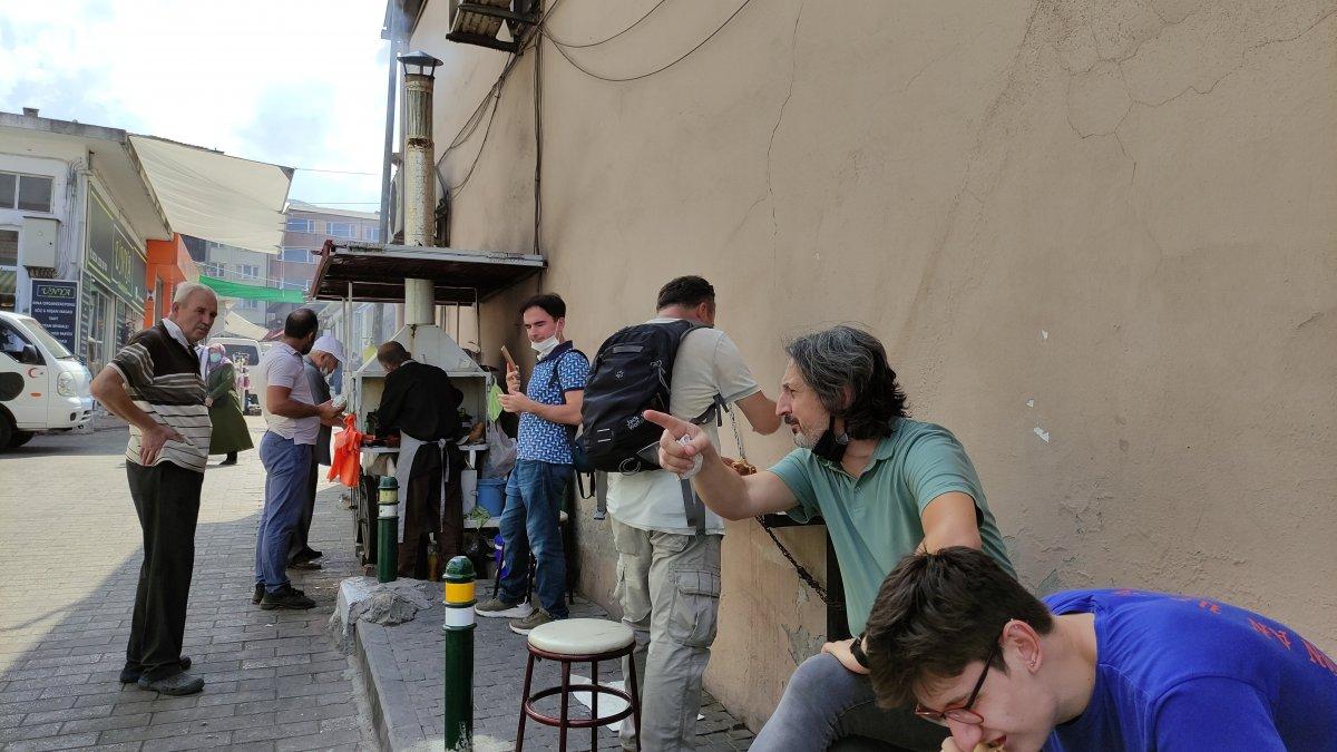 Bursa daki 50 yıllık seyyar köfteci için uzun kuyruklar oluşuyor #3