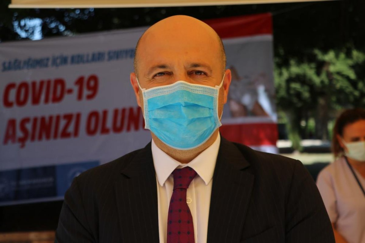 Adana da namazı sonrası, seyyar aşı standında aşılama yapıldı #4