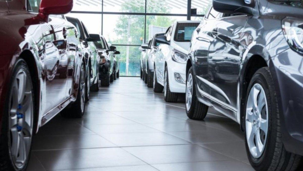 Otomobil fiyatları 1,5 yıl sonra ilk defa geriledi #1