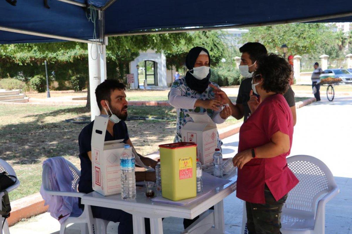 Adana da namazı sonrası, seyyar aşı standında aşılama yapıldı #3