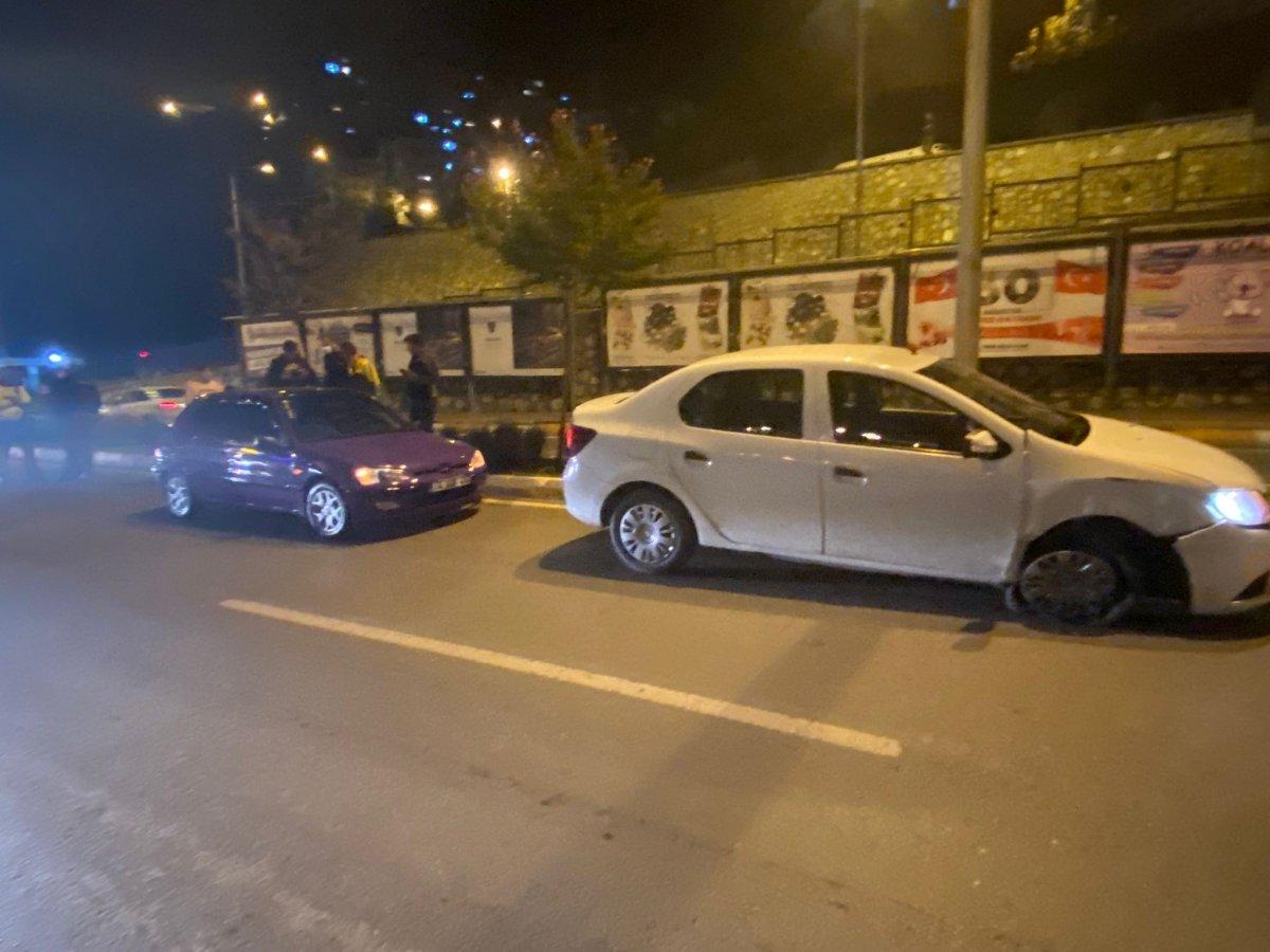 Zonguldak ta köpeğe çarpmamak için otomobile çarptı #2