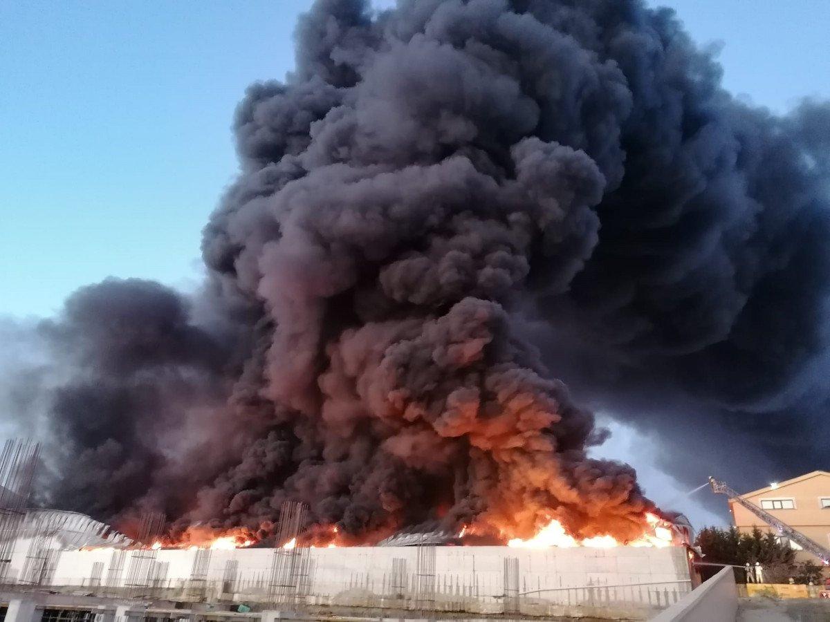 Silivri de fabrikada yangın çıktı #2