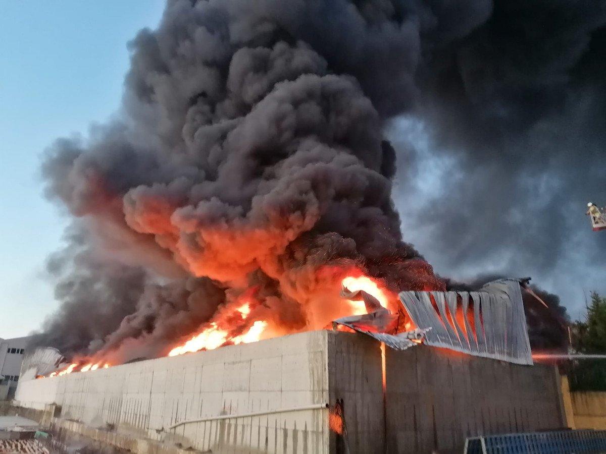 Silivri de fabrikada yangın çıktı #1