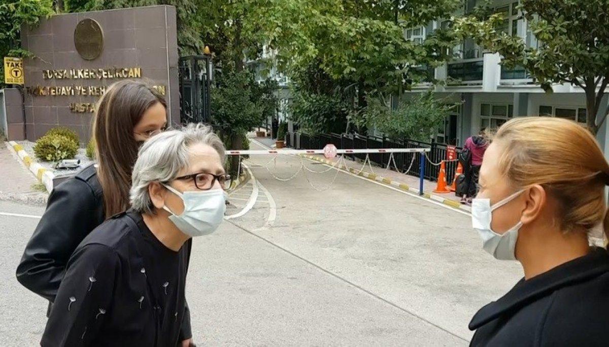 Bursa da aşı karşıtı kadın Demet Hemşire sayesinde ikna oldu #1