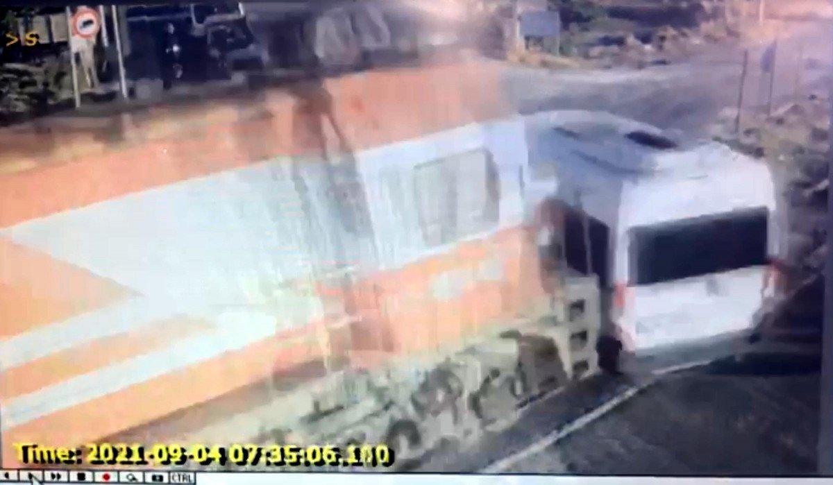 Tekirdağ da yük treninin işçi servisine çarpma anı #2