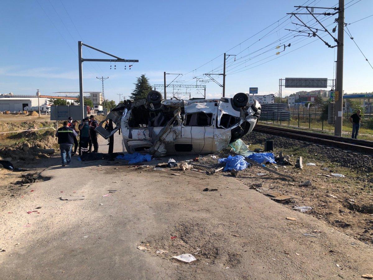Tekirdağ da yük treni ile minibüs çarpıştı: Ölüler var #2