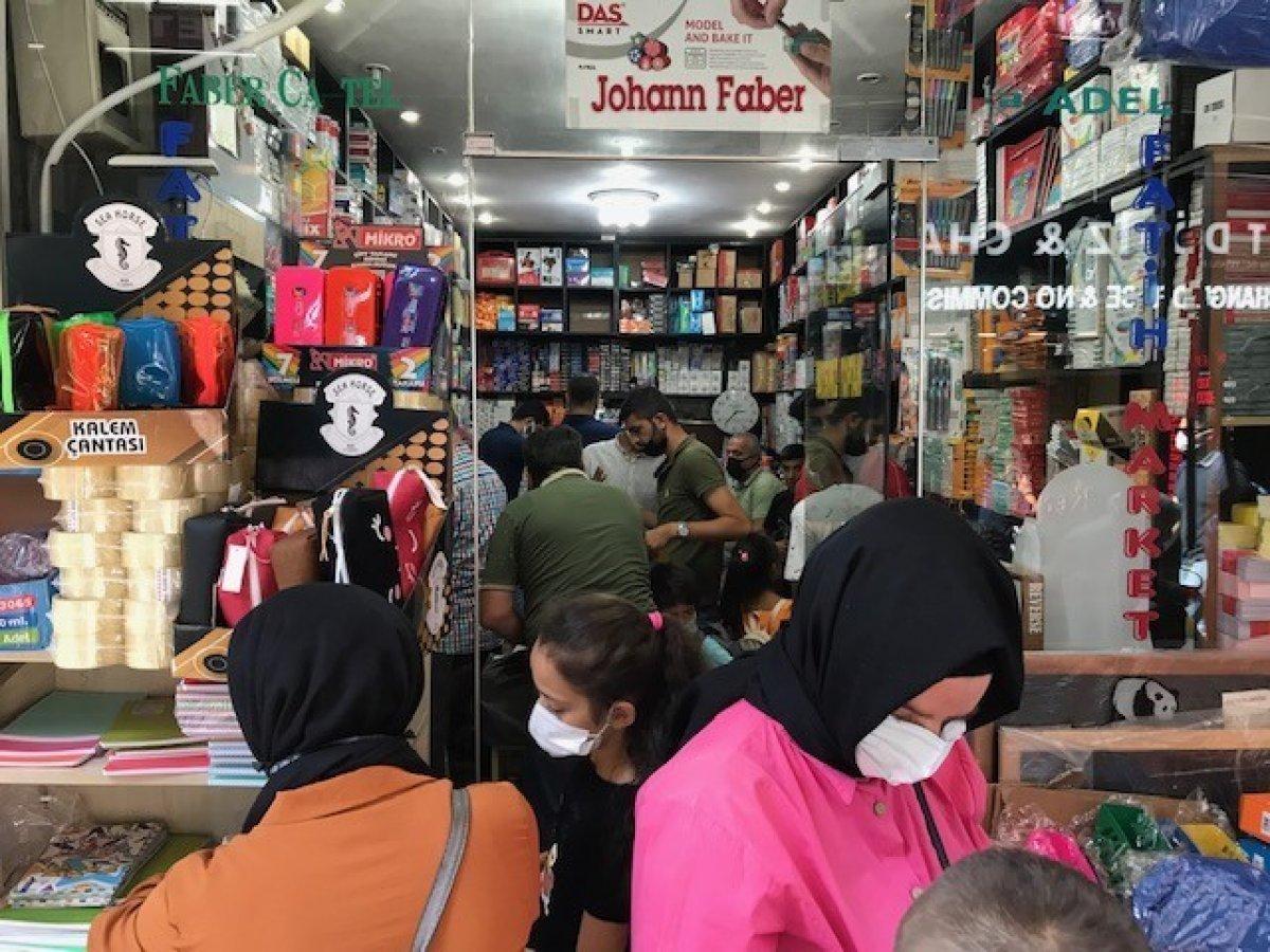 Eminönü'nde okul alışverişi yoğunluğu #1
