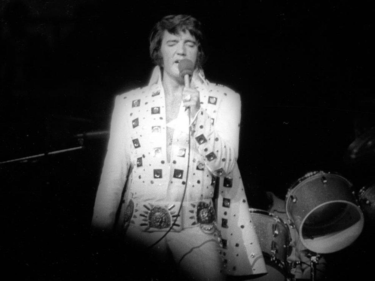 Elvis Presley in tulumu ve pelerini açık artırmaya çıkarıldı #2