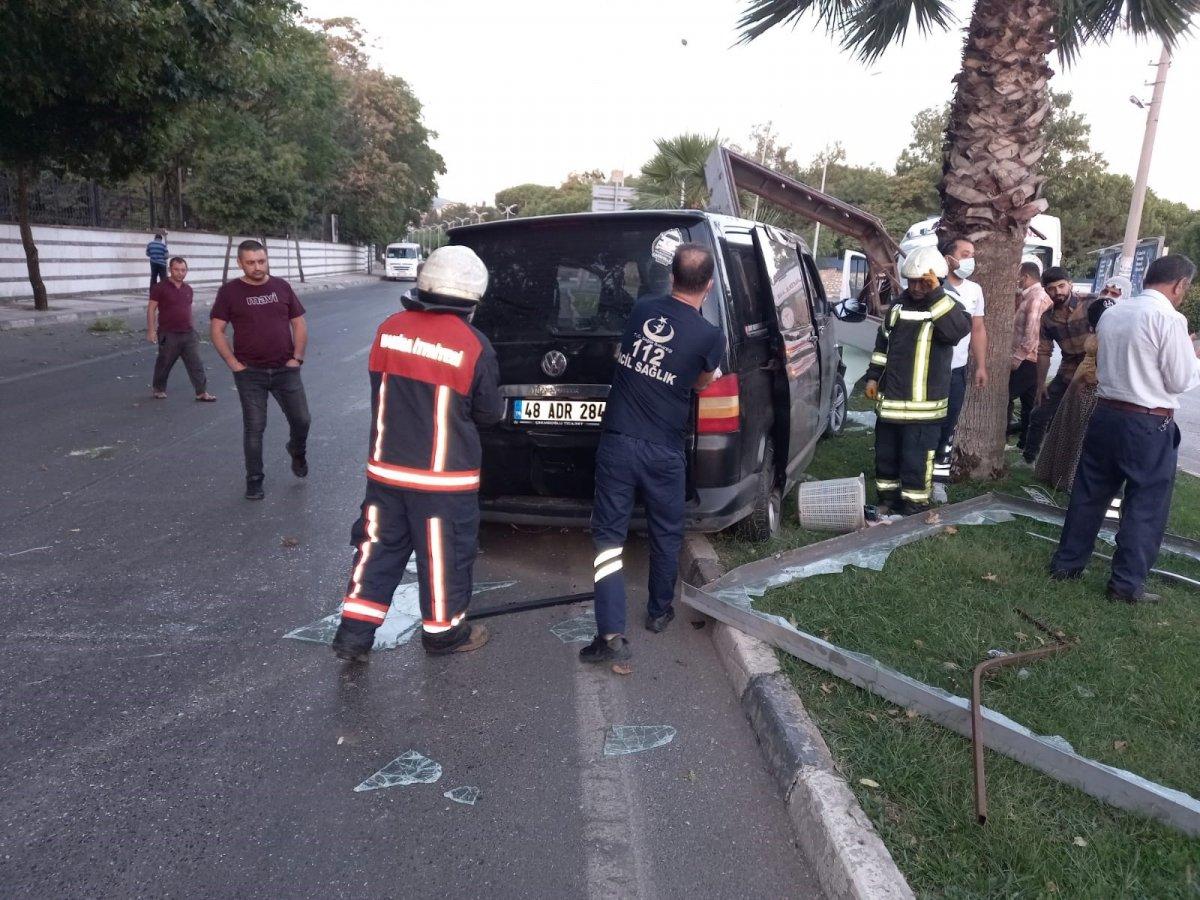 Manisa'da işçi servisi kaza yaptı: 18 yaralı  #2