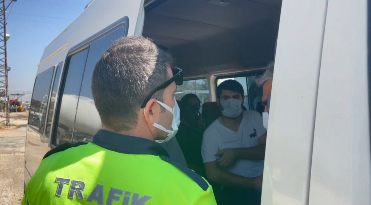 Şanlıurfa polisinden yolculara koronavirüs aşısı daveti #1