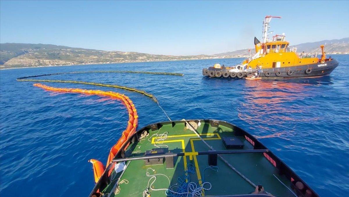 Suriye den Akdeniz e sızan petrolü 2 Türk gemisi temizliyor #1