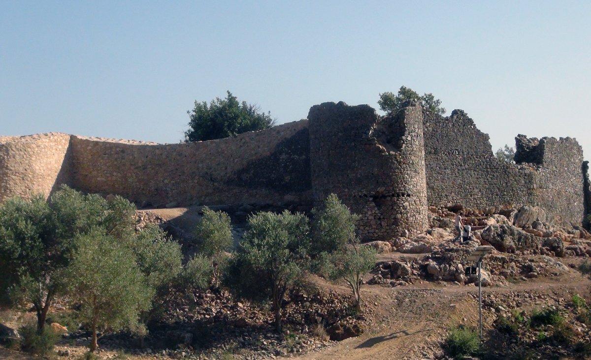 Muğla'nın Ula ilçesindeki kale surları 10 ayda ortaya çıktı #12