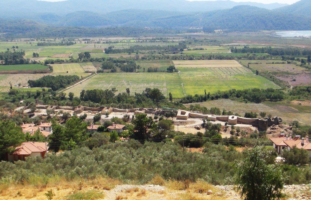 Muğla'nın Ula ilçesindeki kale surları 10 ayda ortaya çıktı #1