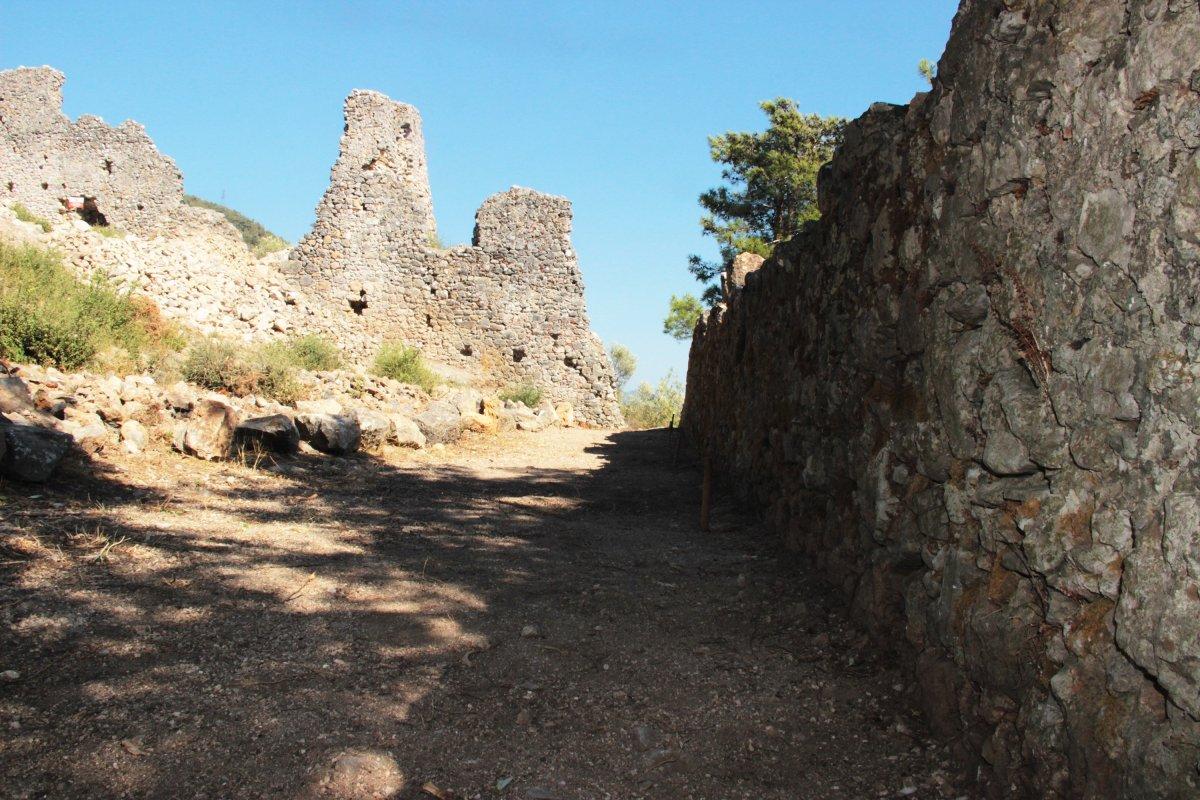 Muğla'nın Ula ilçesindeki kale surları 10 ayda ortaya çıktı #11